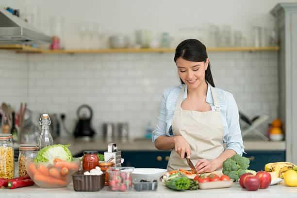 Cut veggies with hummus